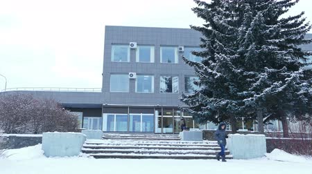 gyalogút : PETROZAVODSK RUSSIA  DECEMBER 27 2014: Office Building and Trees in Snowy Winter Day Stock mozgókép