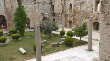 акт : The courtyard of an ancient palace of the Turkish Стоковые видеозаписи
