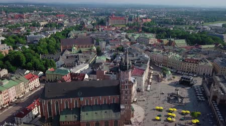 homlokzatok : Cracow old town video