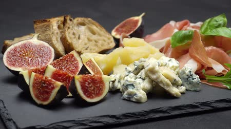 kapary : traditional cheese and meat plate wth parma, parmesan and figs Dostupné videozáznamy