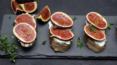 kakukkfű : Bruschetta with figs and creme goat cheese