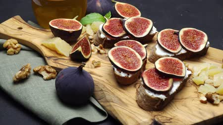 oregano : Bruschetta with figs and creme goat cheese