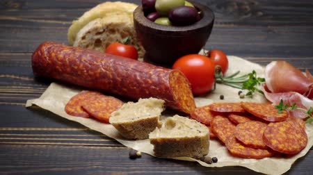 вылеченный : salami or chorizo sausage close up on a wood board
