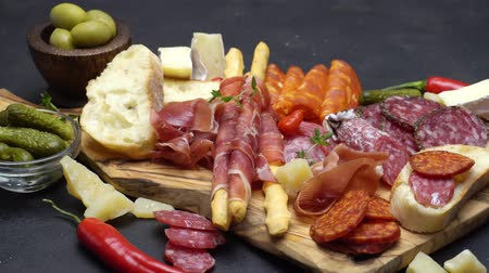 вылеченный : meat plate - salami and chorizo sausage close up on a wood board