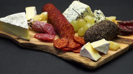 вылеченный : salami, chorizo sausage and cheese close up on dark concrete background Стоковые видеозаписи
