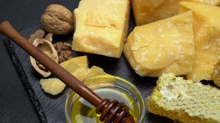 пармезан : pieces of parmesan or parmigiano cheese