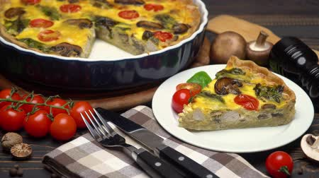 quiche : Traditional french Baked homemade quiche pie on wooden board