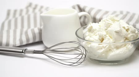 çırpılmış : Traditional Mascarpone cheese and cream or milk isolated