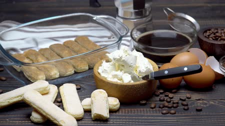 composição : Ingredients for making traditional italian cake tiramisu on wooden table