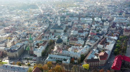 写真 : Aerial video of Dominican Churchin in central part of old city of Lviv, Ukraine