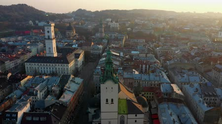 собор : Aerial drone video of Lviv Old City center - roofs and streets, city hall Ratusha Стоковые видеозаписи