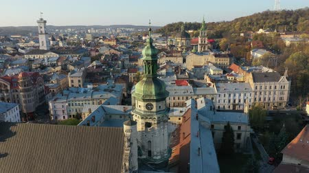 купол : Aerial video of Church in central part of old city of Lviv, Ukraine Стоковые видеозаписи