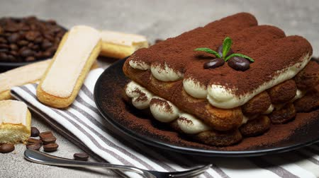 fincan tabağı : Classic tiramisu dessert and savoiardi cookies on ceramic plate on concrete background