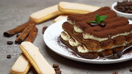 przyprawy : Classic tiramisu dessert on ceramic plate and savoiardi cookies on concrete background