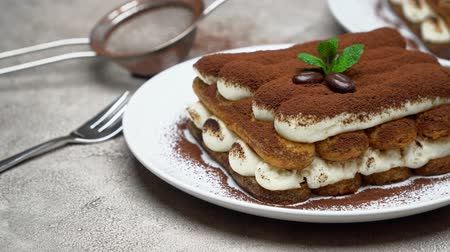 çatallar : Two portions of Classic tiramisu dessert on ceramic plate on concrete background