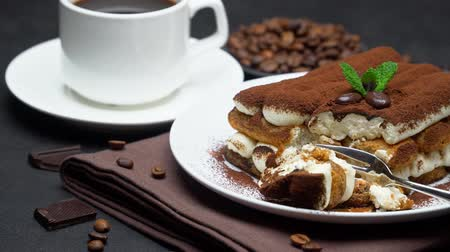 çatallar : portion of Classic tiramisu dessert and cup of fresh espresso coffee on concrete background