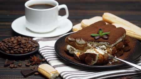 çatallar : portion of Classic tiramisu dessert and savoiardi cookies on wooden background