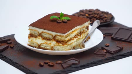 tafel schokolade : Tiramisu dessert portion, pieces of chocolate bar and coffee beans on stone serving cutting board