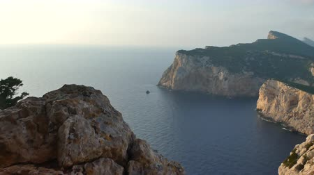 caça : Landscape of sardinian coast of Capo Caccia viewed from the Cave of broken vases