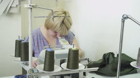 parecer : Woman working on the clothing factory