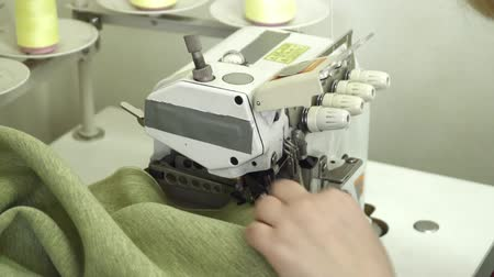 parecer : Working with joint with the sewing machine slow motion Vídeos