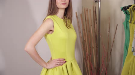 bavlna : Beautiful model under the camera flashes presenting yellow dress