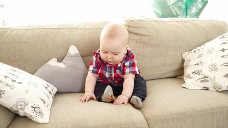 bakıyorum : Small cute baby boy sitting on the sofa
