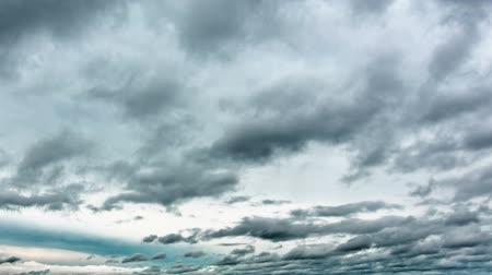 geniş açılı : Ominous Clouds Time Lapse. rain bearing clouds fly overhead from left to right. ominous and evil. Stok Video