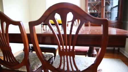 lití : Dining Room Table Wide. 2 shots. camera rises and lowers on a old dining room table set.