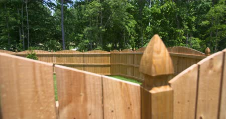 фехтование : Rise Up to Reveal Backyard Fenced in. a close up of a new fence in the foreground rising up and over to reveal the entire backyard fenced in