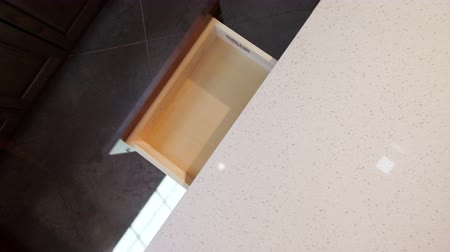 calçadão : Slow Closing Kitchen Cabinet Drawer Closing Overhead. overhead shot of a kitchen drawer shutting and coming to a slow close