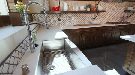 refrigerador : Lowering on Sink in Large Modern Rustic Kitchen. a high shot of a modern rustic industrial kitchen lowering to side view of kitchen sink Vídeos