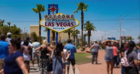 fotky : Las Vegas Welcome Sign Time-Lapse People Blur. Time-lapse of tourists take photos in front of the famous Las Vegas welcome sign on a hot summer day