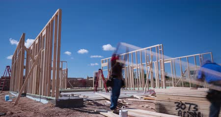 épít : Workers Framing a New Home Construction Time-lapse. a time-lapse of contract workers putting together the frame to a new home construction during the daytime