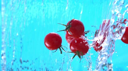 tomate cereja : Ripe Cherry Tomatoes Falling into Water Splash Cascade in Slow Motion Shot at 1500 fps Stock Footage