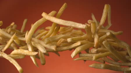 engorda : Potato French Fries Flying in the Air on a Terra Cotta Background Shot on Phantom at 1500 fps Vídeos