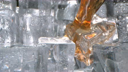 Whiskey Splash on Ice inside a Glass in High Speed Wideo