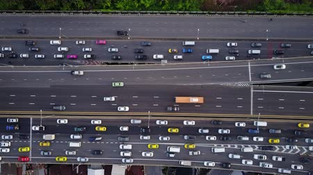 passagem elevada : Aerial top down view of super highway during rush hour.