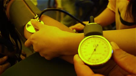 krew : Blood pressure measured by Sphygmomanometer