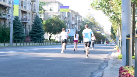 Charity marathon video in hd 1080. A group of people running a city marathon Wideo