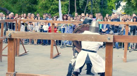 rycerze : Ukraine, Kharkov August 24, 2017: Full HD Video. Knight tournament among professionals and amateurs. Combat in swords in heavy armor