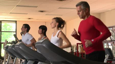corrida : People running on treadmill