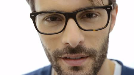 espetáculos : Closeup of smiling young man wearing eyeglasses. Portrait of happy guy with eyeglasses looking at camera. Close up of a serious man with beard looking at camera. Stock Footage