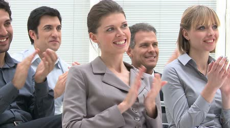 homem de negócios : Happy business group of people clapping hands during a meeting conference. Happy businesspeople smiling and clapping hands at the end of the business conference. Vídeos