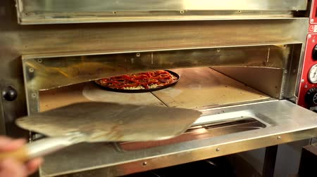 forno : Freshly baked homemade pizza in the electric oven
