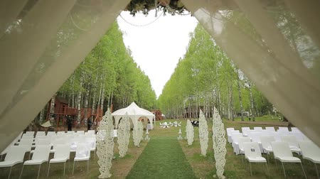 corredor : White beautiful arch decorated with flowers on wedding ceremony outdoors Vídeos