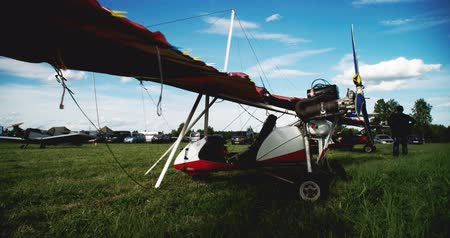 навес : the most popular light aircraft ever built with overhead wing and single propellar
