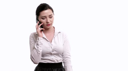 деловая женщина : Worried businesswoman talking on the mobile phone