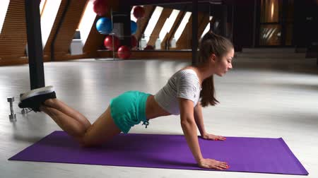 lökés : woman doing push ups in the gym with a ball