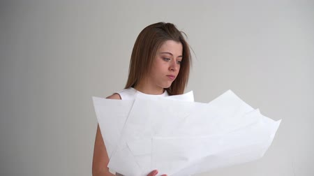 восстание : Young businesswoman throws paper document pages Стоковые видеозаписи
